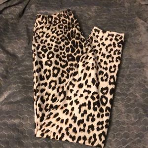 🐆Leopard 🐆 print buttery soft leggings.